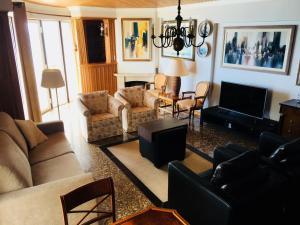 A seating area at Vista Azul
