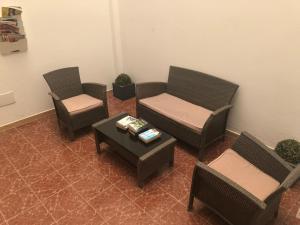 A seating area at Hostal Tamonante