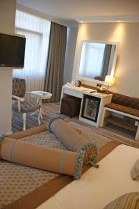 A seating area at Seven Deep Hotel