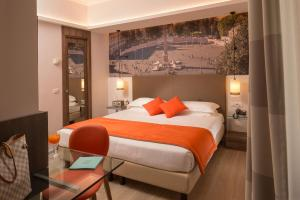 A bed or beds in a room at Hotel Villa Grazioli