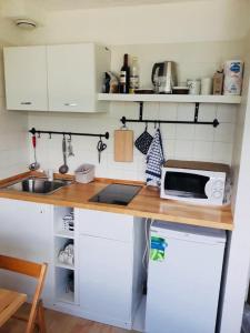 A kitchen or kitchenette at Appartamento Honeymoon