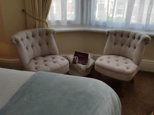 A seating area at Tregonwell House - Guest House