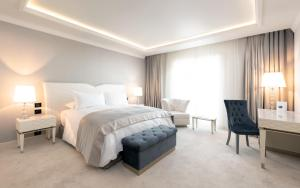 A bed or beds in a room at Hotel Tresor Le Palais
