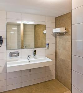 Een badkamer bij Strandhotel Duinoord