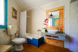 A bathroom at D. Maria Palmela