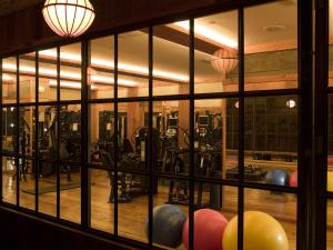 The fitness centre and/or fitness facilities at The Greenwich Hotel
