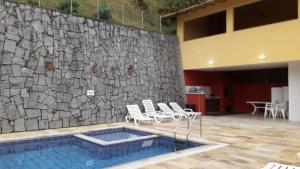 The swimming pool at or close to Casa Inteira