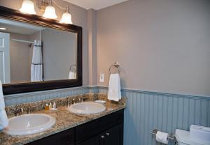 A bathroom at Concord's Colonial Inn