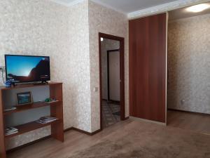 Телевизор и/или развлекательный центр в Apartamienty Tsarskaia stolitsa