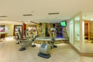 The fitness center and/or fitness facilities at Mercure Hotel Severinshof Köln City
