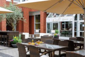 A restaurant or other place to eat at Mercure Hotel Severinshof Köln City