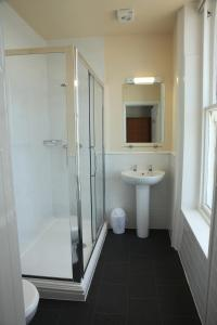 A bathroom at The Glengower