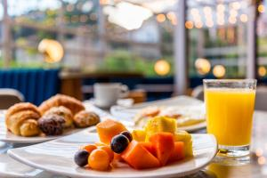 Breakfast options available to guests at ibis Bogota Museo