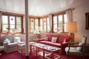 Ein Sitzbereich in der Unterkunft Hotel Bachmair Alpina