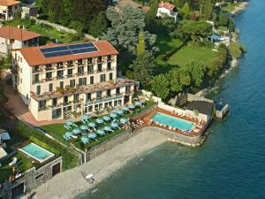 Een luchtfoto van Hotel Regina