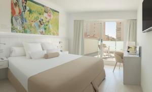 A bed or beds in a room at Hotel Villa Luz
