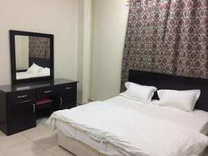 Cama ou camas em um quarto em Wahat Al Yarmouk Furnished Units