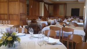 A restaurant or other place to eat at Hostal Restaurante Boccalino