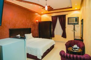 Cama ou camas em um quarto em Al Alya Furnished Apartments