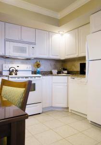 A kitchen or kitchenette at South Seas Island Resort