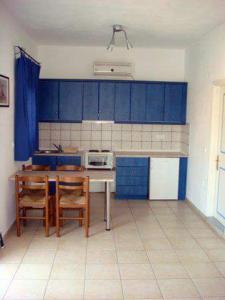 Een keuken of kitchenette bij Studios Ageri
