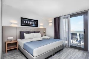 Ένα ή περισσότερα κρεβάτια σε δωμάτιο στο Nymphes Deluxe Accommodation Pefkohori