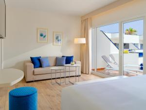 A seating area at H10 Ocean Dunas - Adults Only