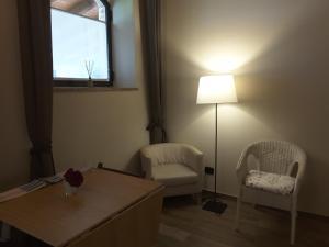 A seating area at Il Casale Del Sapere e Del Sapore