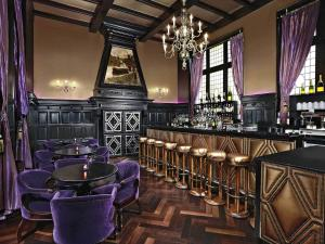 The lounge or bar area at Hotel Des Indes The Hague