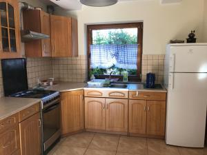 Kuchnia lub aneks kuchenny w obiekcie Bursztynowy Domek