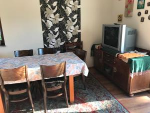 Telewizja i/lub zestaw kina domowego w obiekcie Bursztynowy Domek