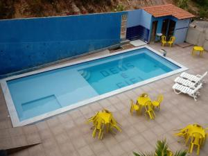 A view of the pool at Pousada Verdes Mares or nearby
