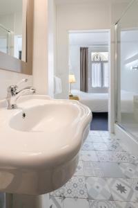Salle de bains dans l'établissement Hôtel Saint Maurice