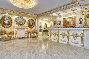 Лобби или стойка регистрации в Бутик Отель Монарх