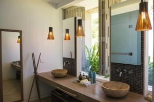 Salle de bains dans l'établissement Mia Resort Nha Trang