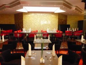 Ein Restaurant oder anderes Speiselokal in der Unterkunft Bäder Park Hotel Sieben Welten Therme & Spa Resort