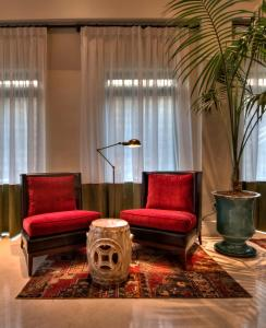 A seating area at Arthur Hotel - an Atlas Boutique Hotel