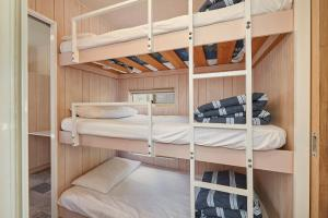 A bunk bed or bunk beds in a room at Gundagai Cabins & Tourist Park