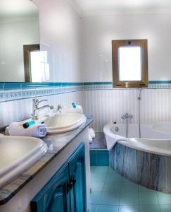 A bathroom at Hotel La Romarine