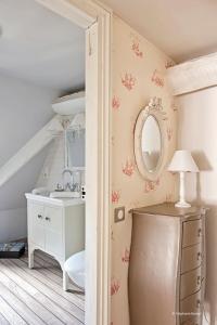 A bathroom at La Devinie