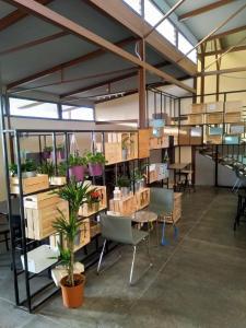 Um restaurante ou outro lugar para comer em Beit Alward