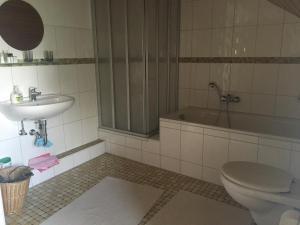 A bathroom at Fair & the City