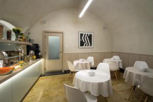 Ein Restaurant oder anderes Speiselokal in der Unterkunft Clementin