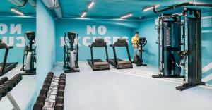 The fitness centre and/or fitness facilities at The Student Hotel Rotterdam