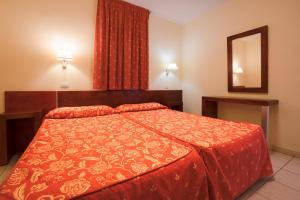 A bed or beds in a room at Blue Sea Jandia Luz
