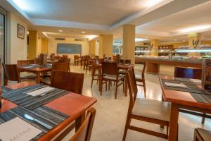 A restaurant or other place to eat at Blue Sea Jandia Luz