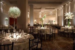 Un restaurante o sitio para comer en Krystal Monterrey