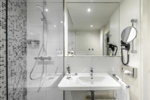 A bathroom at Congress Hotel Mercure Nürnberg an der Messe