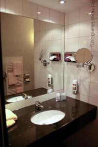A bathroom at Hotel Sittardsberg
