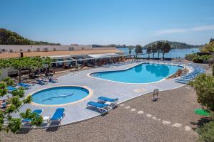A view of the pool at Hotel Calina or nearby